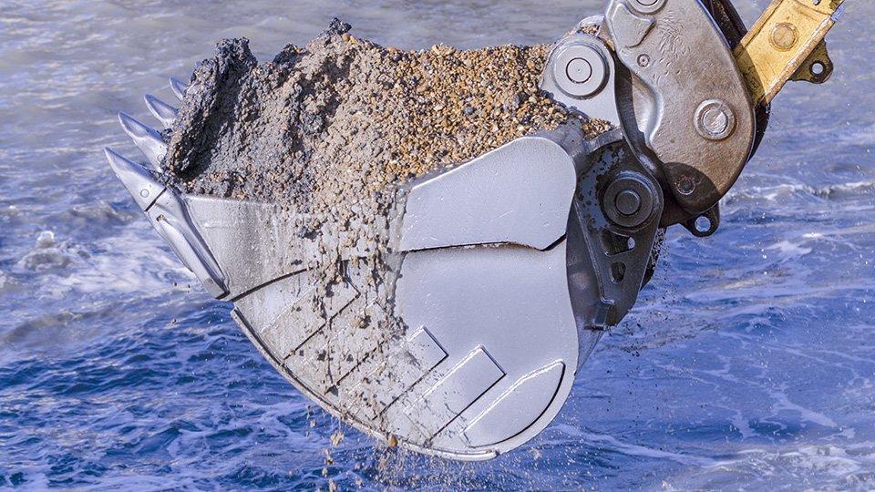 Godet rempli de terres et sables après un curage sous l'eau