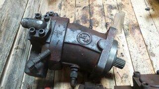 Moteur hydraulique d'avancement pour CASE 488P