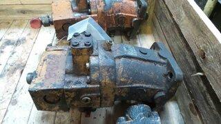 Moteur hydraulique d'avancement pour CASE 688PB