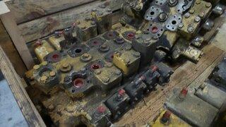 Distributeur hydraulique pour CATERPILLAR 215