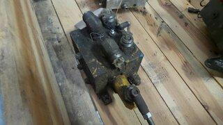 Distributeur hydraulique pour BELL B25B